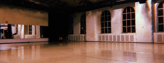 Martha Graham Dance Center is one of Mathewさんのお気に入りスポット.