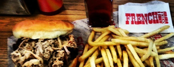Smithfield's Chicken 'N Bar-B-Q is one of Lugares favoritos de Roger.