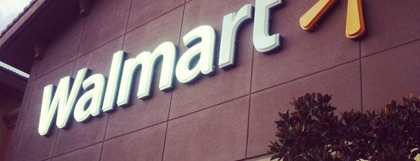 Walmart Supercenter is one of Locais curtidos por Aline.