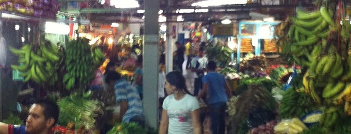 Mercado Pequeños Comerciantes is one of สถานที่ที่ Massiel ถูกใจ.