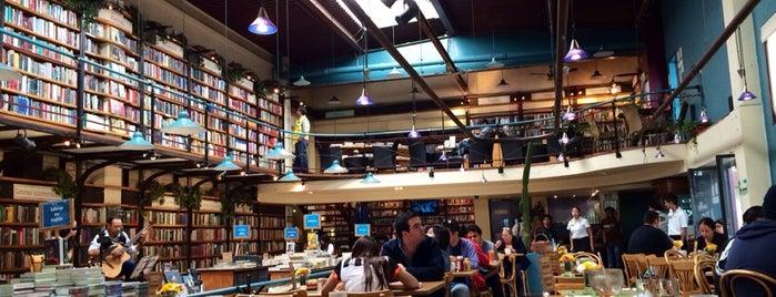 Cafebrería El Péndulo is one of Lieux sauvegardés par Tere.