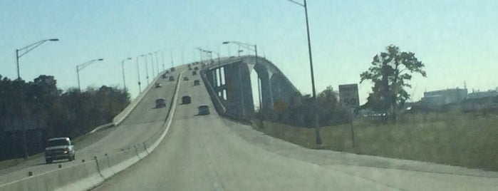 Sam Houston Tollbridge is one of Devin : понравившиеся места.