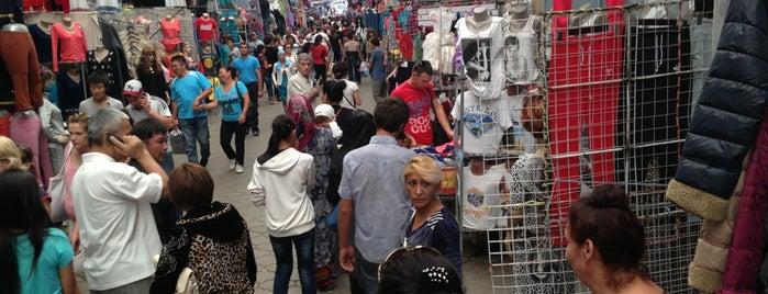 Рынок Дордой / Dordoy Bazaar is one of Locais salvos de Serkan.