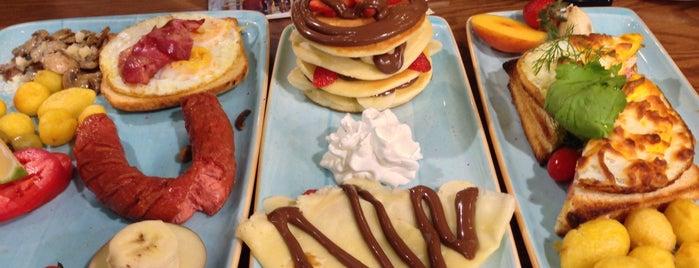 Viuna Plus Café | کافه ویونا پلاس is one of Posti che sono piaciuti a Reza.