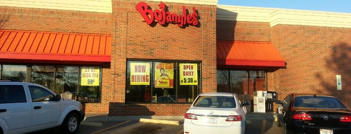 Bojangles' Famous Chicken 'n Biscuits is one of Posti che sono piaciuti a Ryan.