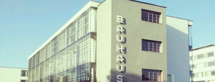 Bauhaus is one of Berlín.