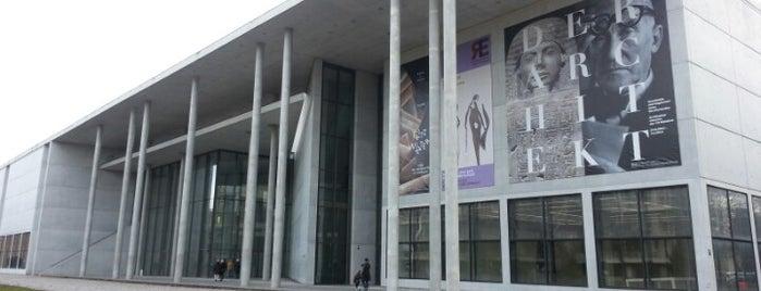Pinakothek der Moderne is one of Deutschland | Sehenswürdigkeiten & mehr.