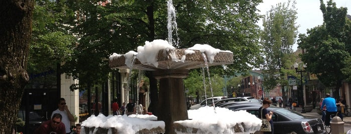 Lincoln Square Fountain is one of Matt Spudart'ın Kaydettiği Mekanlar.