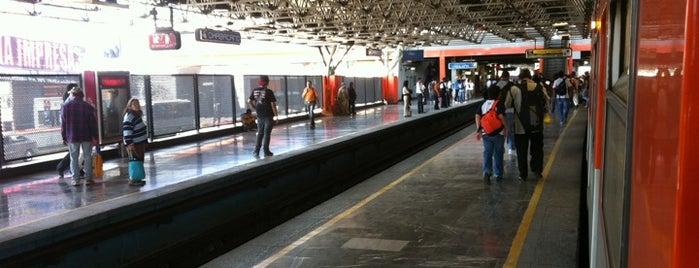 Metro Chabacano (Líneas 2, 8 y 9) is one of Por corregir.