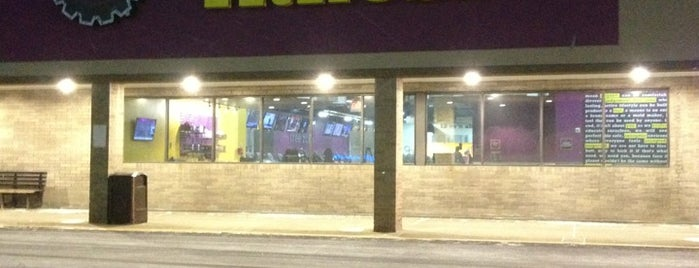 Planet Fitness is one of Locais curtidos por Wendy.