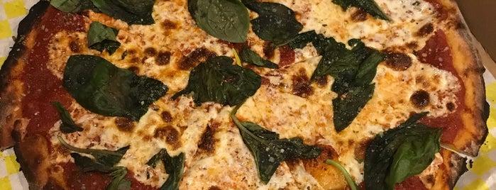 Micha's Pizza is one of Tempat yang Disukai Stephanie.