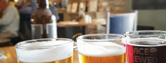 Twice Brewed Inn is one of Tempat yang Disukai Carl.