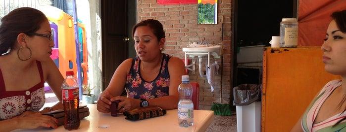 Hamburguesas Bufalo is one of Tempat yang Disukai R.