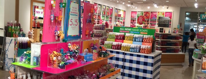 Bath & Body Works is one of Victor 님이 좋아한 장소.