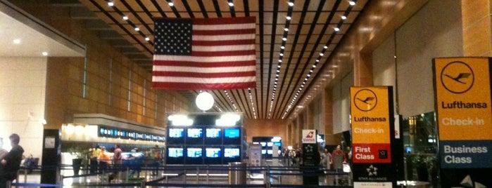 Boston Logan International Airport (BOS) is one of Gespeicherte Orte von scott.
