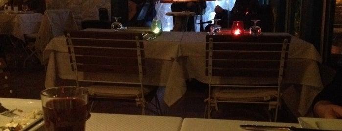 Kefi Restaurant is one of สถานที่ที่ Gizem ถูกใจ.