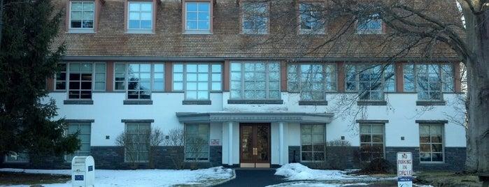 Pace University Goldstein Academic Center is one of Posti che sono piaciuti a Mirinha★.