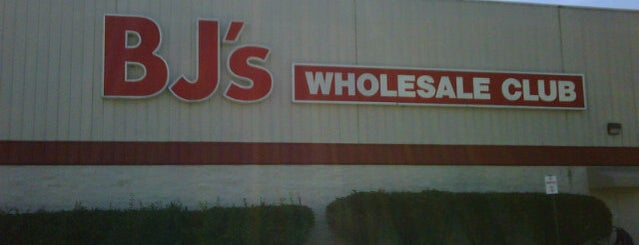 BJ's Wholesale Club is one of สถานที่ที่ Michael ถูกใจ.