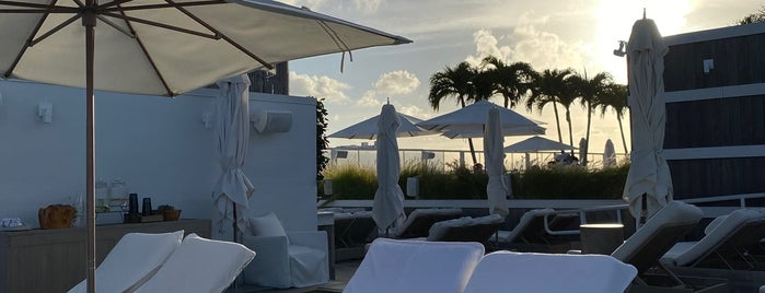 1 Hotel South Beach Rooftop & Lounge Bar is one of Nichole'nin Beğendiği Mekanlar.