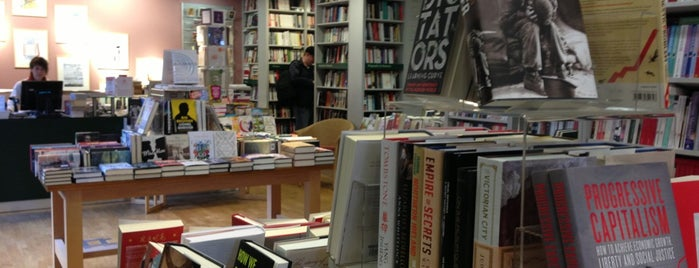 London Review Bookshop is one of Lugares favoritos de Thomas.