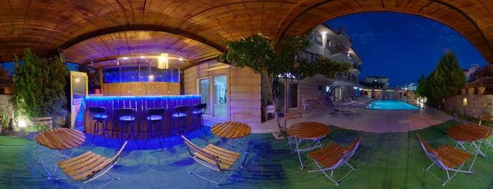 Edina Hotel is one of Posti salvati di Ebru.