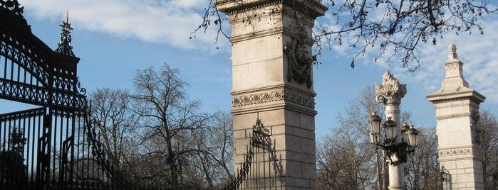 Parque del Retiro is one of Ruta Colorea Madrid para conocer el Retiro.