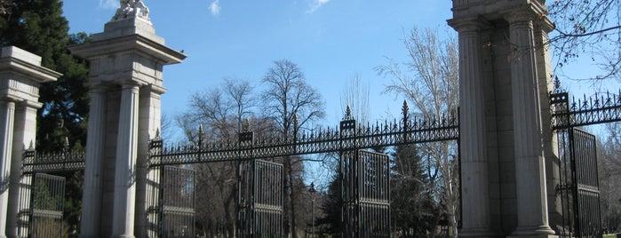 Puerta de la Independencia is one of Ruta Colorea Madrid para conocer el Retiro.