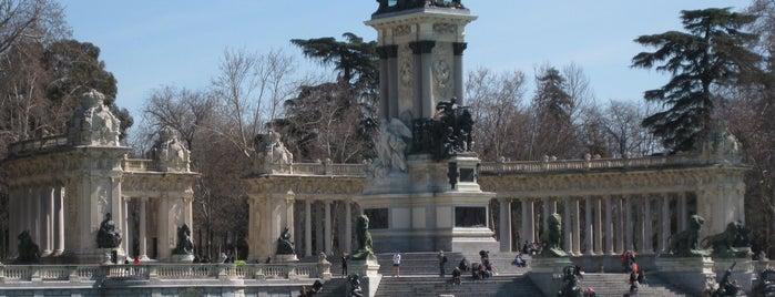 Monumento a Alfonso XII de España is one of Ruta Colorea Madrid para conocer el Retiro.
