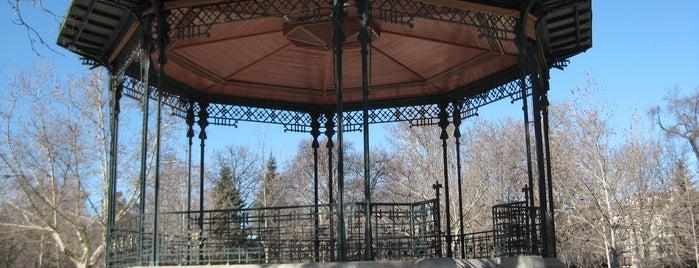Templete De La Musica is one of Ruta Colorea Madrid para conocer el Retiro.