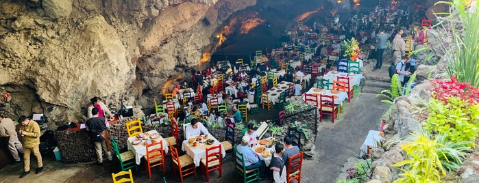 Restaurante La Gruta Teotihuacan is one of Dates.