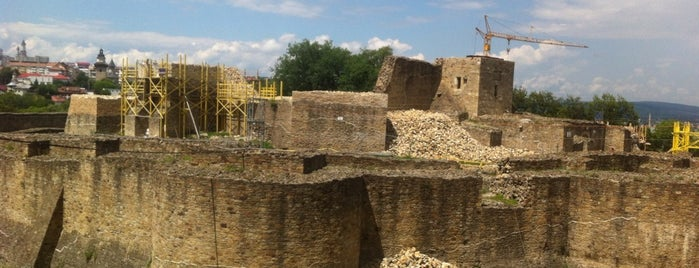 Cetatea de Scaun a Sucevei is one of Tempat yang Disukai George.