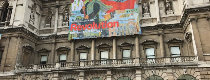 Revolution: Russian Art 1917-1932 is one of Carl : понравившиеся места.