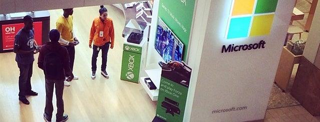Microsoft Store is one of Lieux qui ont plu à Raul.