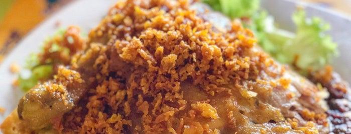 Nur Indah Kitchen @ Bedok Corner is one of Micheenli Guide: Nasi Ayam Penyet/Goreng in SG.
