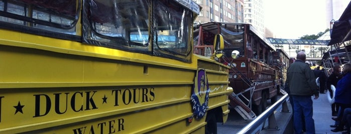 Boston Duck Tour is one of Lugares favoritos de Andrew.