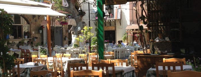 Romeo Garden Restaurant is one of Locais curtidos por Betül.