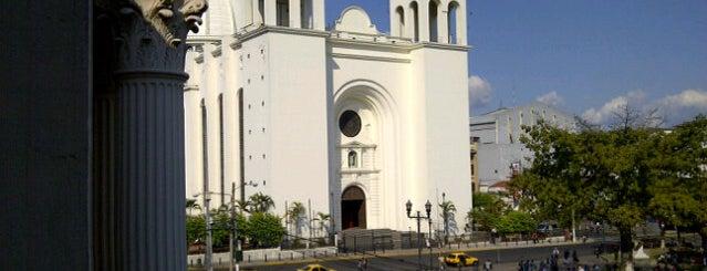 Catedral San Salvador is one of Locais curtidos por Carl.