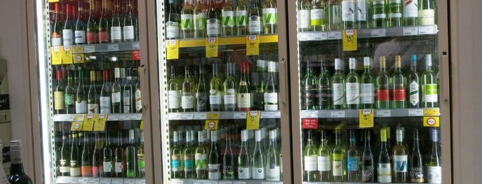 Liquorland is one of Lugares favoritos de Andreas.