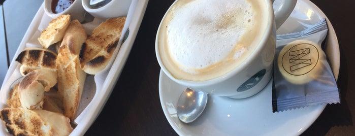Café Martínez is one of Locais curtidos por Antonella.