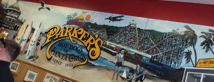Parker's Hot Dogs of Santa Cruz is one of Locais salvos de Allison.