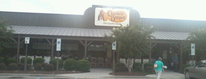 Cracker Barrel Old Country Store is one of Orte, die Lizzie gefallen.