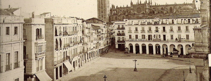 Plaza de San Francisco is one of uwishunu spain too.