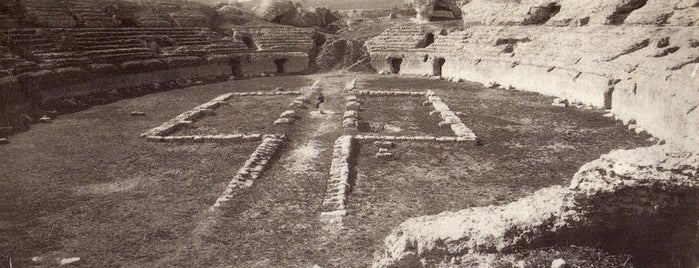 Conjunto Arqueológico de Itálica is one of Tempat yang Disukai Vanessa.