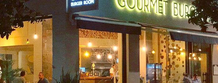 Gourmet Burger Room is one of Orte, die Moe gefallen.