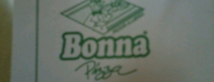 Bonna Pizza is one of Locais curtidos por Débora.