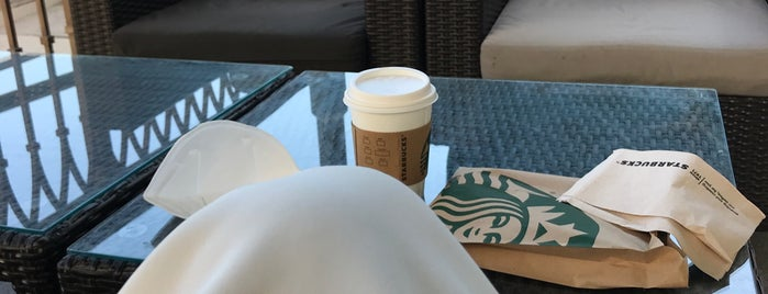 Starbucks Mangroves is one of Posti che sono piaciuti a Mohamed.