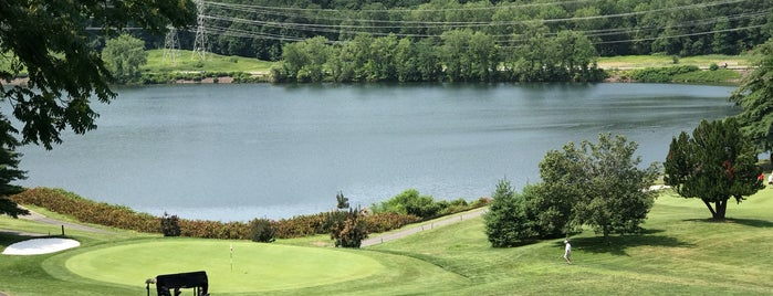 Sprain Lake Golf Course is one of Cindy'in Beğendiği Mekanlar.