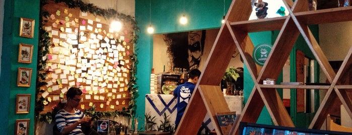 Tom cafe is one of สถานที่ที่ Valeria ถูกใจ.
