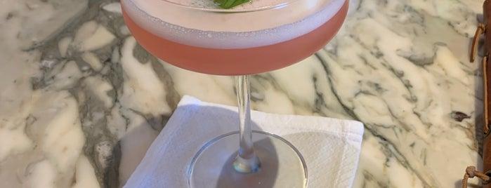 Silver Palm Lounge is one of Lugares favoritos de Amanda.