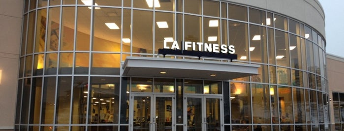 LA Fitness is one of Locais curtidos por Brooke.